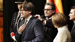 president-Puigdemont-Generalitat-PERE-VIRGILI_ARAIMA20160112_0184_58